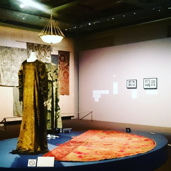 三菱一号館美術館 マリアノ・フォルチュニ 織りなすデザイン展 アコレおおみや
